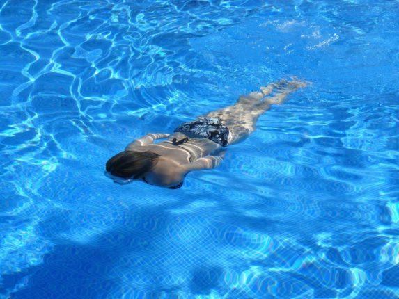 zwemmen in de tuin